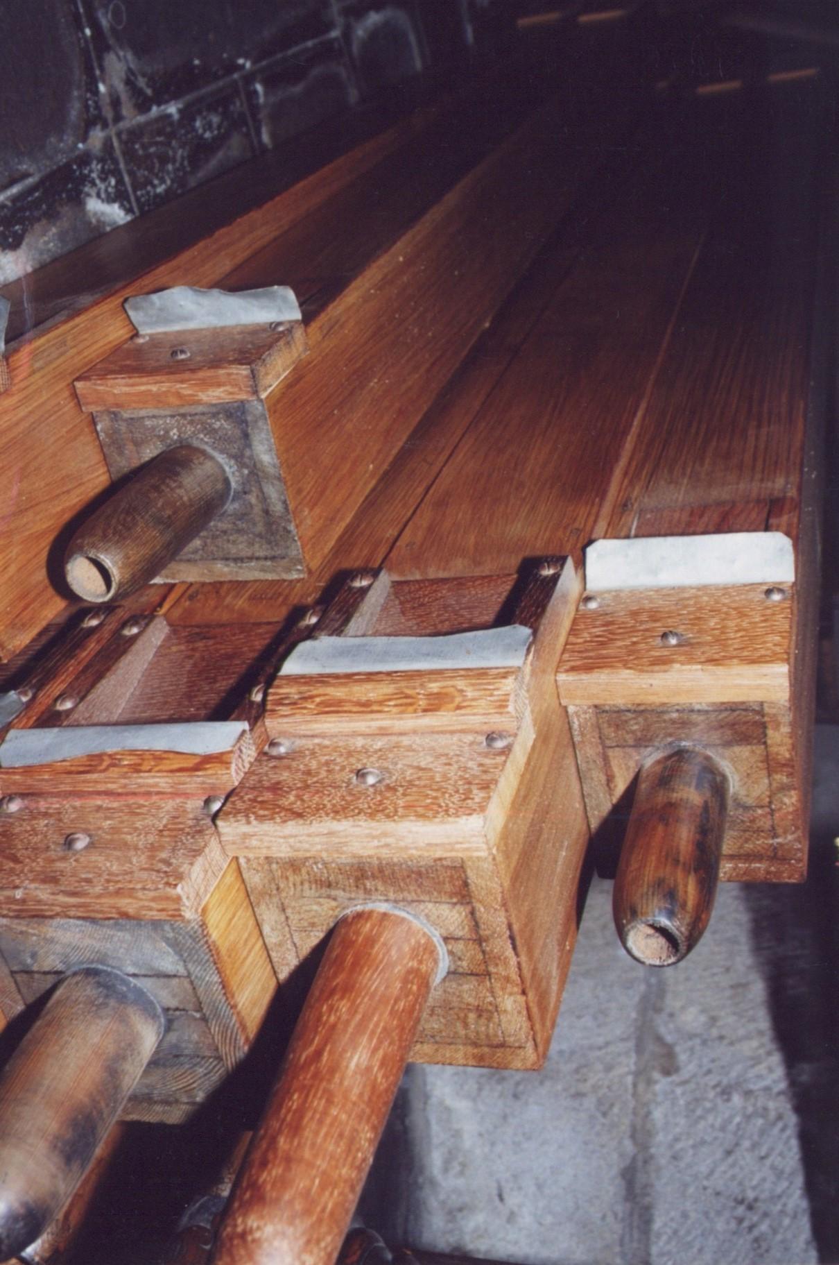Les tuyaux en bois: