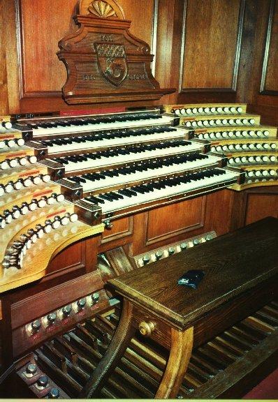 La console de l'orgue: